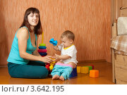 Купить «Маленькая девочка сидит на горшке рядом с мамой», фото № 3642195, снято 14 октября 2011 г. (c) Яков Филимонов / Фотобанк Лори