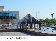 Фонтан на проспекте Славы в г. Копейск (2012 год). Редакционное фото, фотограф Воробьев Валерий / Фотобанк Лори