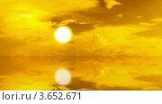 Купить «Закат с отражением в воде. Таймлапс», видеоролик № 3652671, снято 8 июля 2012 г. (c) Beerkoff / Фотобанк Лори