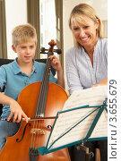 Купить «Пальчик под руководством преподавателя учится играть на виолончели», фото № 3655679, снято 5 сентября 2011 г. (c) Monkey Business Images / Фотобанк Лори