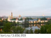 Купить «Новодевичий монастырь. Москва», эксклюзивное фото № 3656959, снято 9 мая 2012 г. (c) Литвяк Игорь / Фотобанк Лори