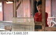 Купить «Ткацкая мастерская на озере Инле, Мьянма», видеоролик № 3660331, снято 7 июля 2012 г. (c) Кирилл Трифонов / Фотобанк Лори