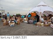 Купить «Пункт сбора гуманитарной помощи для пострадавших от наводнения на Кубани», эксклюзивное фото № 3661531, снято 11 июля 2012 г. (c) Наталья Волкова / Фотобанк Лори