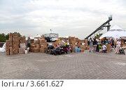 Купить «Пункт сбора гуманитарной помощи для пострадавших от наводнения на Кубани», эксклюзивное фото № 3661627, снято 11 июля 2012 г. (c) Наталья Волкова / Фотобанк Лори