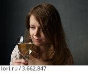 Купить «Портрет девушки с бокалом», фото № 3662847, снято 22 июня 2012 г. (c) Троицкая Алиса / Фотобанк Лори
