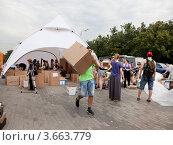 Купить «Пункт сбора гуманитарной помощи для пострадавших от наводнения на Кубани», эксклюзивное фото № 3663779, снято 11 июля 2012 г. (c) Наталья Волкова / Фотобанк Лори