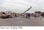 Купить «Пункт сбора гуманитарной помощи для пострадавших от наводнения на Кубани», эксклюзивное фото № 3663799, снято 11 июля 2012 г. (c) Наталья Волкова / Фотобанк Лори