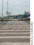 Пешеходный переход с ограждениями (2012 год). Редакционное фото, фотограф OV1957 / Фотобанк Лори