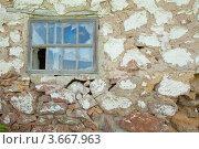 Купить «Разбитое старое окно», фото № 3667963, снято 22 мая 2010 г. (c) Эдуард Стельмах / Фотобанк Лори