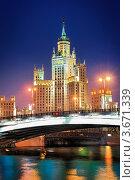 Купить «Сталинская высотка на Котельнической набережной», фото № 3671339, снято 25 июля 2010 г. (c) Константин Лабунский / Фотобанк Лори