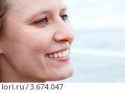 Профиль симпатичной улыбающейся девушки. Стоковое фото, фотограф Кекяляйнен Андрей / Фотобанк Лори