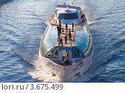 Купить «Движение прогулочной яхты по Москве-реке», эксклюзивное фото № 3675499, снято 9 октября 2010 г. (c) Lora / Фотобанк Лори
