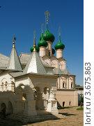 Церковь Иоанна Богослова и Митрополичьи палаты в Ростовском кремле (2012 год). Редакционное фото, фотограф Денис Ларкин / Фотобанк Лори