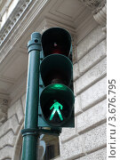 Купить «Пешеходный светофор на улице Рима Италия. Зелёный разрешающий свет.», фото № 3676795, снято 7 мая 2012 г. (c) Ирина Иванова / Фотобанк Лори