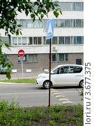 Место где находиться  лежачий полицейский (2012 год). Редакционное фото, фотограф OV1957 / Фотобанк Лори