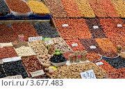 Купить «Прилавок с сухофруктами на рынке», фото № 3677483, снято 13 июля 2012 г. (c) Илюхина Наталья / Фотобанк Лори