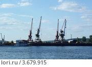 Купить «Речной порт на реке Лене в Киренске Иркутской области», эксклюзивное фото № 3679915, снято 18 июня 2011 г. (c) Валерий Лаврушин / Фотобанк Лори