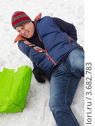 Купить «Мужчина подскользнулся и упал на зимней дорожке», фото № 3682783, снято 27 января 2012 г. (c) Monkey Business Images / Фотобанк Лори