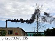 Дым из заводской трубы (2012 год). Редакционное фото, фотограф Владимир ГОРОВЫХ / Фотобанк Лори