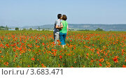 Купить «Влюблённая пара на поле цветущих маков», фото № 3683471, снято 12 мая 2012 г. (c) ИВА Афонская / Фотобанк Лори