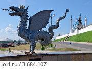 Коронованный дракон - Зилант - символ Казани (2012 год). Редакционное фото, фотограф Илюхина Наталья / Фотобанк Лори