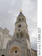 Купить «Колокольня базилики Нотр-Дам-де-Фурвьер (1884 г.) в исторической части города Лион (объект ЮНЕСКО), Франция», фото № 3684327, снято 11 июля 2012 г. (c) Иван Марчук / Фотобанк Лори