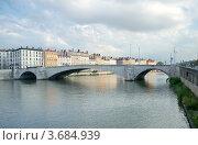 Купить «Мост Бонапарт, река Сона, Лион, Франция», фото № 3684939, снято 10 июля 2012 г. (c) Виктория Фрадкина / Фотобанк Лори