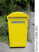 Купить «Желтый почтовый ящик на улице г. Лион, Франция», фото № 3686351, снято 11 июля 2012 г. (c) Иван Марчук / Фотобанк Лори