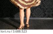 Купить «Ноги танцующей девушки  в туфлях на каблуках», видеоролик № 3688523, снято 15 марта 2010 г. (c) Losevsky Pavel / Фотобанк Лори