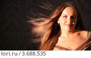 Купить «Молодая женщина с длинными русыми волосами, развевающимися на ветру», видеоролик № 3688535, снято 15 марта 2010 г. (c) Losevsky Pavel / Фотобанк Лори