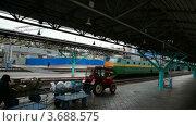 Купить «Вид на железнодорожный вокзал из окна отъезжающего поезда», видеоролик № 3688575, снято 11 марта 2010 г. (c) Losevsky Pavel / Фотобанк Лори