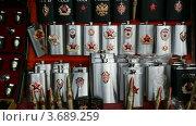 Купить «Сувенирные фляжки с символами СССР и РФ», видеоролик № 3689259, снято 10 июля 2010 г. (c) Losevsky Pavel / Фотобанк Лори