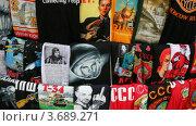 Купить «Футболки с символами страны», видеоролик № 3689271, снято 9 июля 2010 г. (c) Losevsky Pavel / Фотобанк Лори