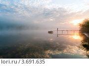 Купить «Красивый водный пейзаж с восходящем солнцем над рекой, густым туманом и рыбаком», эксклюзивное фото № 3691635, снято 30 мая 2012 г. (c) Игорь Низов / Фотобанк Лори