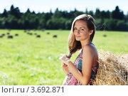 Купить «Красивая девушка заплетает косичку на летнем поле», фото № 3692871, снято 14 июля 2011 г. (c) Иван Михайлов / Фотобанк Лори