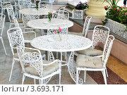 Купить «Ажурные столики и стулья в уличном кафе, Сочи», фото № 3693171, снято 18 сентября 2011 г. (c) Анна Мартынова / Фотобанк Лори