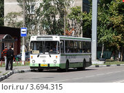 Купить «Балашиха, рейсовый автобус», эксклюзивное фото № 3694315, снято 12 августа 2011 г. (c) Дмитрий Неумоин / Фотобанк Лори