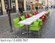 Купить «Летние столики у кафе на улице Праги», фото № 3699767, снято 13 апреля 2012 г. (c) Иван Марчук / Фотобанк Лори