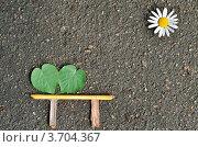 Картинка на асфальте: лавочка под солнцем. Стоковое фото, фотограф Денис Омельченко / Фотобанк Лори