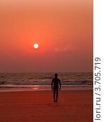 Купить «Занятия йогой на закате. Силуэт мужчины. Тадасана», фото № 3705719, снято 25 января 2012 г. (c) Victoria Demidova / Фотобанк Лори