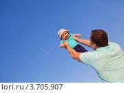 Отец и сын веселятся. Стоковое фото, фотограф Анна Лисовская / Фотобанк Лори