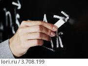 Купить «Учительская рука пишет мелом математические формулы на доске», фото № 3708199, снято 15 августа 2010 г. (c) Иван Михайлов / Фотобанк Лори