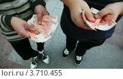 Купить «Пересчет пятитысячных купюр», видеоролик № 3710455, снято 13 ноября 2010 г. (c) Losevsky Pavel / Фотобанк Лори