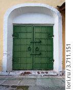 Купить «Старые кованые двери зеленого цвета», фото № 3711151, снято 14 июля 2012 г. (c) Родион Власов / Фотобанк Лори