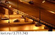 Купить «Автомобильное движение под мостом и на мосту поздним вечером», видеоролик № 3711743, снято 20 октября 2010 г. (c) Losevsky Pavel / Фотобанк Лори