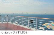 Купить «Женщина бежит с развевающимся полотном по палубе корабля», видеоролик № 3711859, снято 22 сентября 2010 г. (c) Losevsky Pavel / Фотобанк Лори
