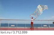 Купить «Женщина с большим развевающимся платком», видеоролик № 3712099, снято 1 декабря 2010 г. (c) Losevsky Pavel / Фотобанк Лори