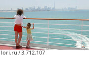 Купить «Мать с дочкой стоят на палубе», видеоролик № 3712107, снято 3 декабря 2010 г. (c) Losevsky Pavel / Фотобанк Лори