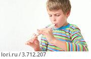 Купить «Мальчик играет на флейте», видеоролик № 3712207, снято 11 декабря 2010 г. (c) Losevsky Pavel / Фотобанк Лори