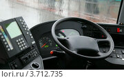 Купить «Пустое место водителя в автобусе», видеоролик № 3712735, снято 5 декабря 2010 г. (c) Losevsky Pavel / Фотобанк Лори